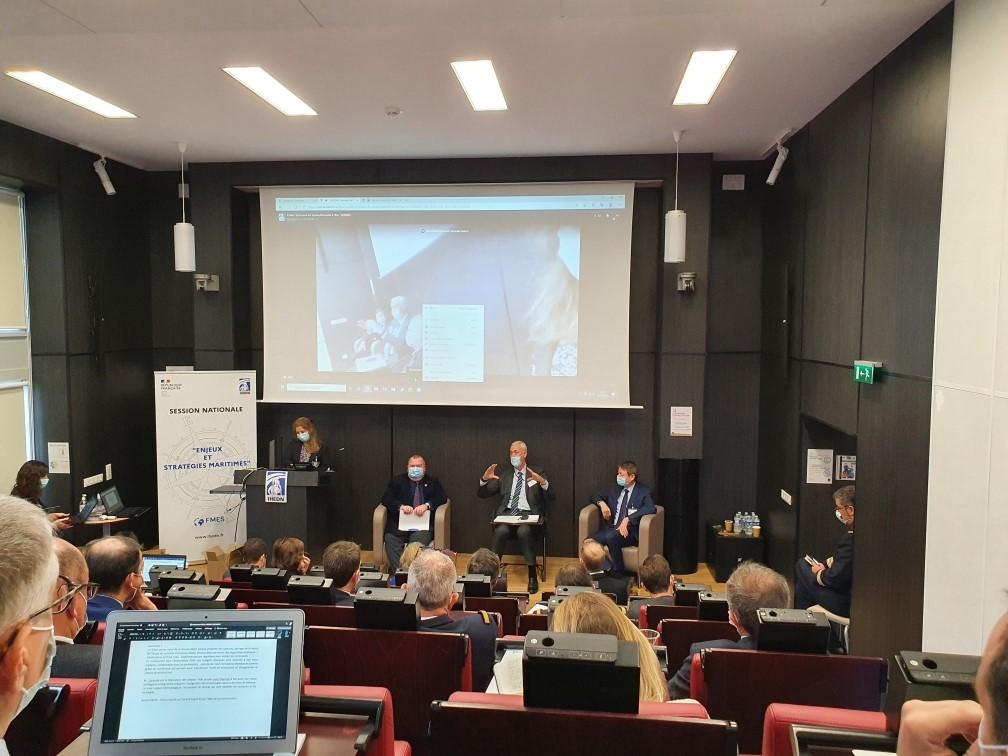 © IHEDN | 6e ESM au séminaire Toulon-Marseille : table ronde réunissant Emmanuel Chiva, directeur de l'agence d'innovation de la défense (AID) et Nicolas Ciaravola, directeur des axes fédérateurs R&D et des expérimentations de Naval Group