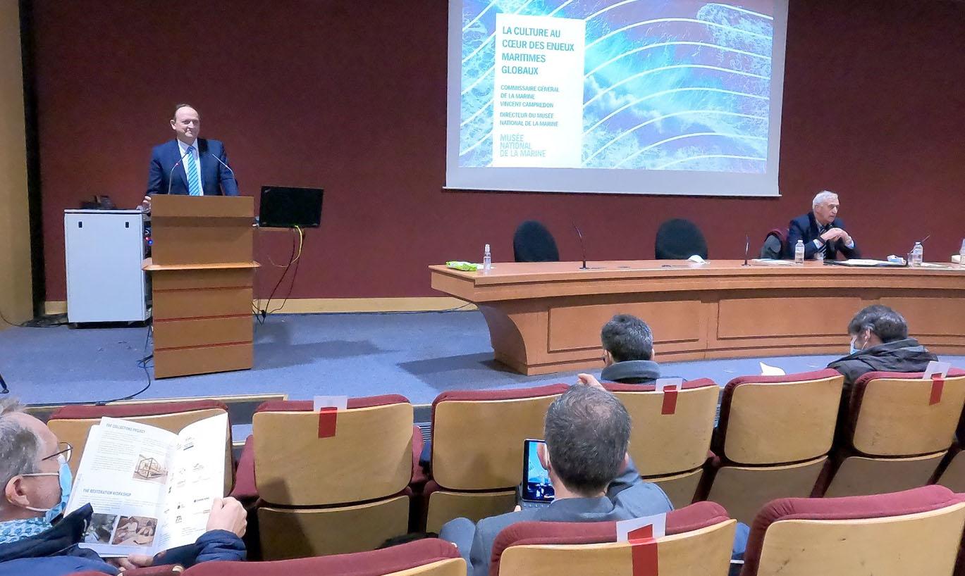 © IHEDN   6e ESM au séminaire Hauts-de-France : le Commissaire général de la Marine Vincent Campredon en plein débat avec les auditeurs